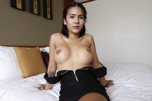 Geile XXX Bilder von vollbusiger Porno Transe aus Pattaya